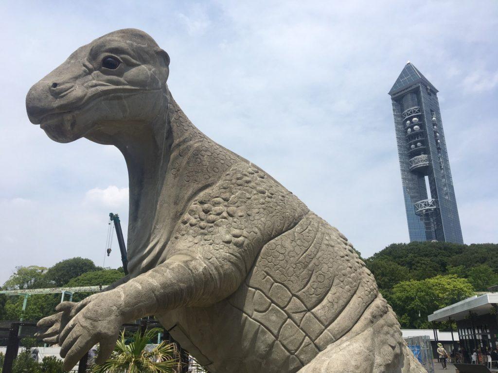 東山スカイタワーと恐竜