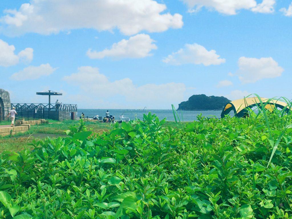 うみかぜ公園から見た猿島