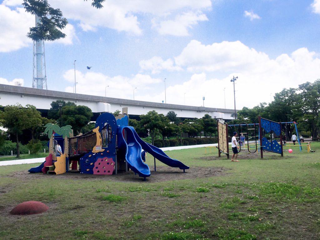 本牧市民公園の遊具広場