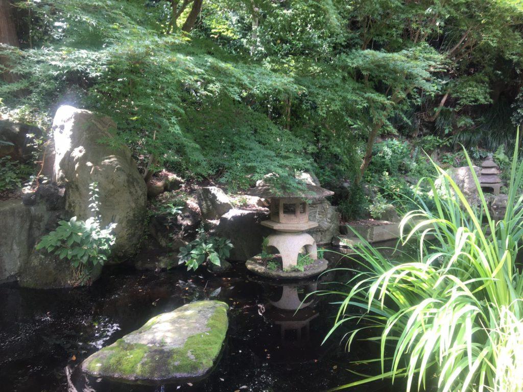 野毛山動物園 四季の滝
