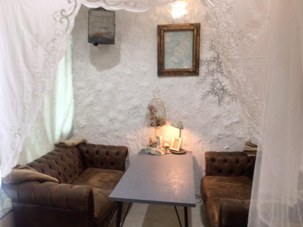 横須賀ハンモックカフェ cachette(カシェット)ソファー席