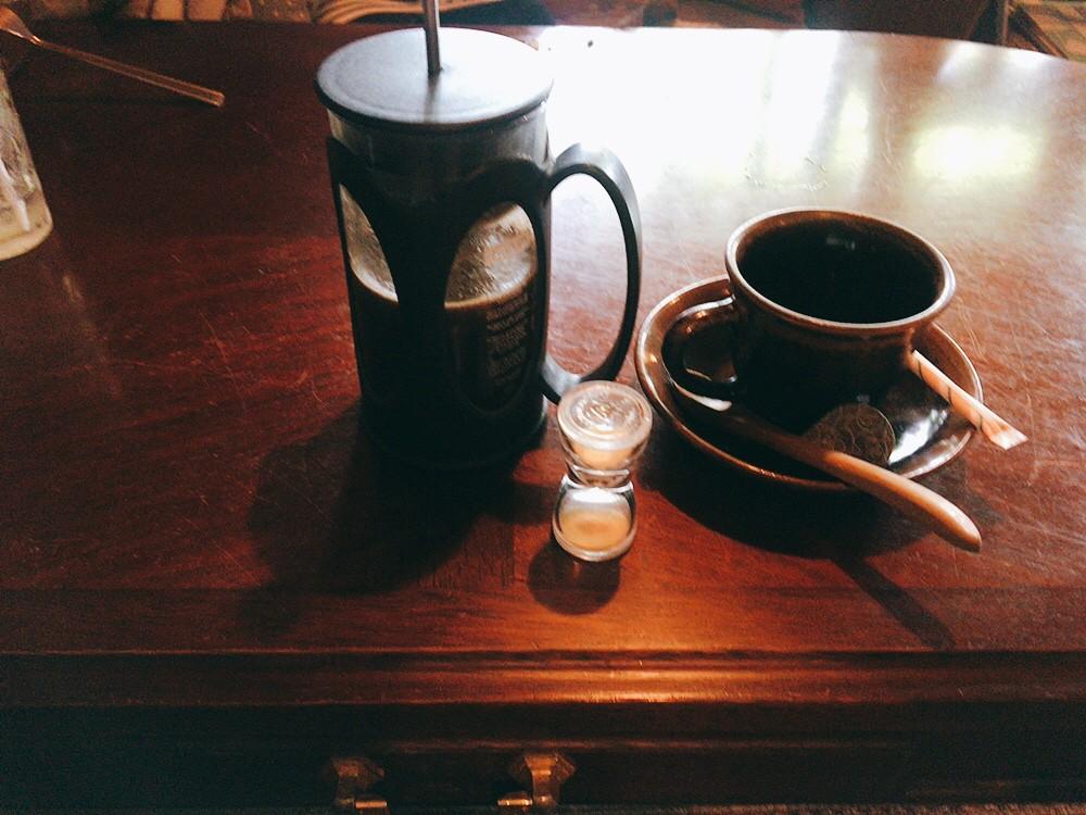 追浜Tsukikoya(ツキコヤ)山の上CAFE 自家焙煎コーヒー