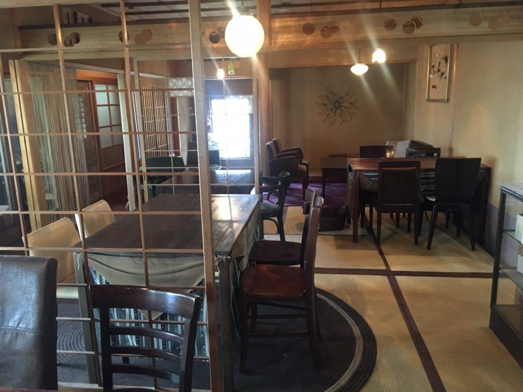 追浜Tsukikoya(ツキコヤ)山の上CAFE店内