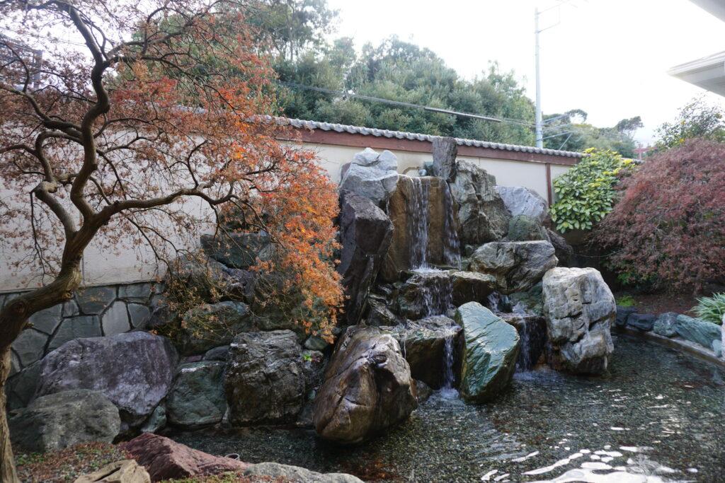 平塚「湘南天然温泉 湯乃蔵ガーデン」中庭