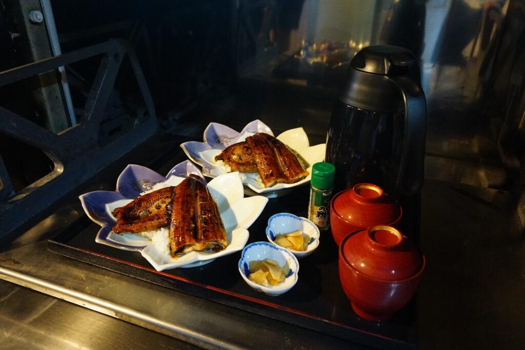 東京小平「いろりの里」SLから取り出す前の料理